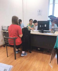 中国留学現地手続きの様子