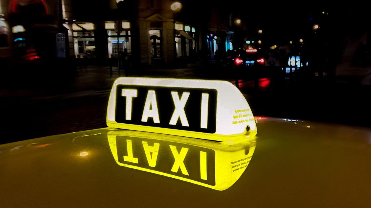 中国のタクシー支払いに現金は使える?