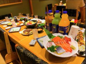 日本人留学生歓迎パーティーのご飯